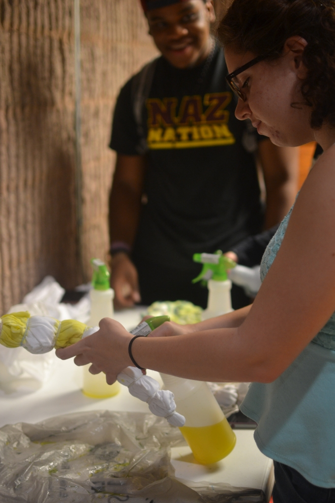Students tie-dye t-shirts for Spirit Week