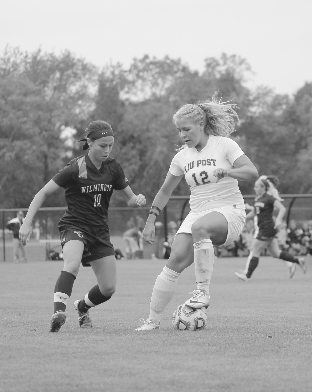 #12 sophomore midfielder Sarah McGarry