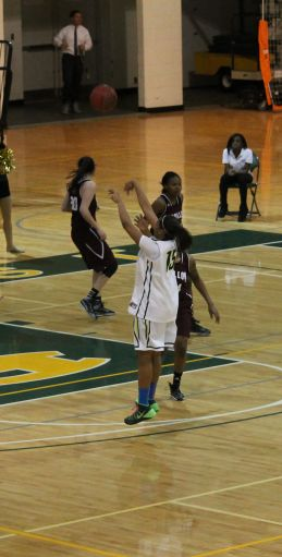 #15 Chelsea Williams going in for the shot. Photo credit: Kimberly Toledo