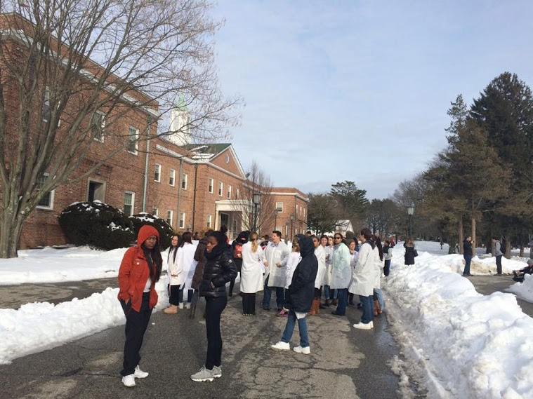 Students brave the cold as a fire alarm disrupts classes at Pell/Life Sciences. Photo: Jenny Edengard