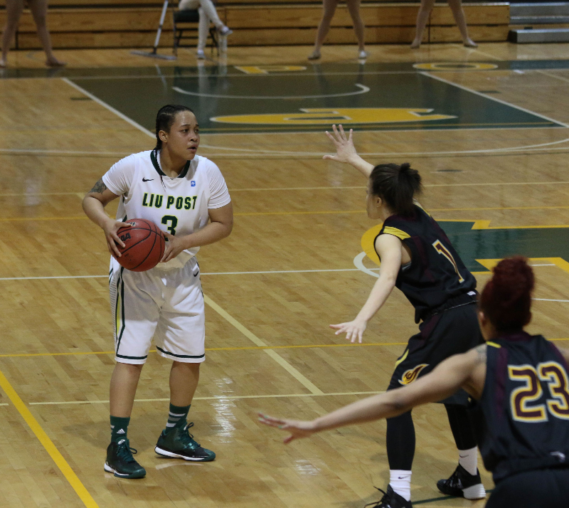 #3, senior guard Ashley Castle scored a total of 11 game points against Mercy. Photo: Kimberly Toledo